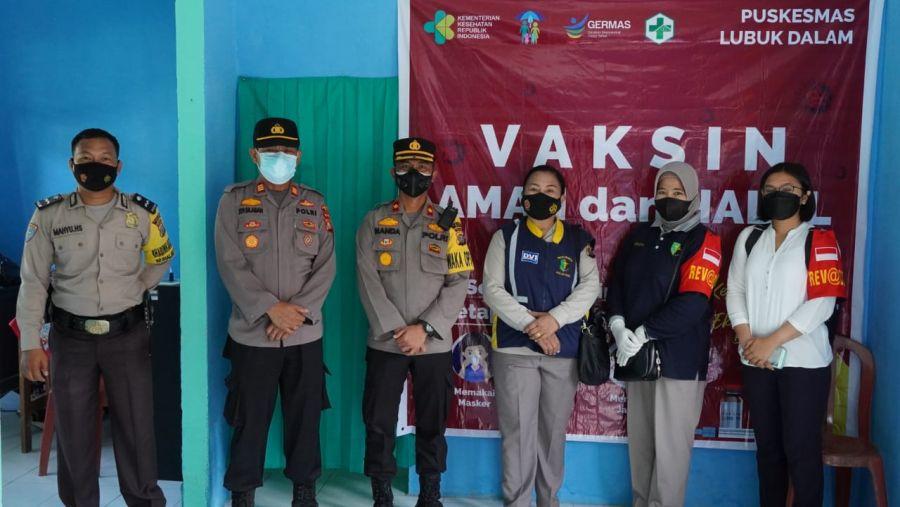 Batalion Vaksinator Covid - 19 Polda Riau Bantu Pelaksanaan Vaksinasi di Kabupaten Siak