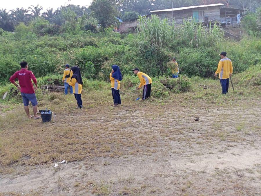Pemerintah Kampung Buana Bhakti Gotong royong Sambut HUT RI ke 76
