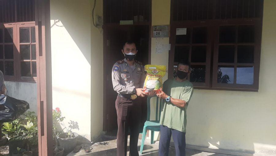 Polres Siak Kunjungi dan Berikan Bantuan Sosial Kepada Nasir