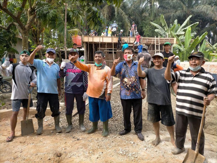 Warga Kecamatan Kerinci Kanan Semangat Gotong Royong
